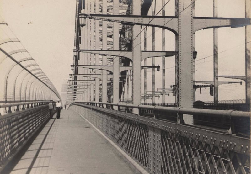 the-promenade-in-the-clouds-sydney-harbour-bridge-historical-photo