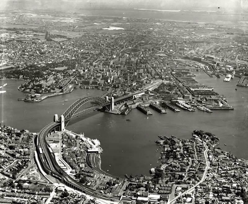 Harbour Bridge and City from North Sydney, 1937 [Adastra Aerial Survey Collection]