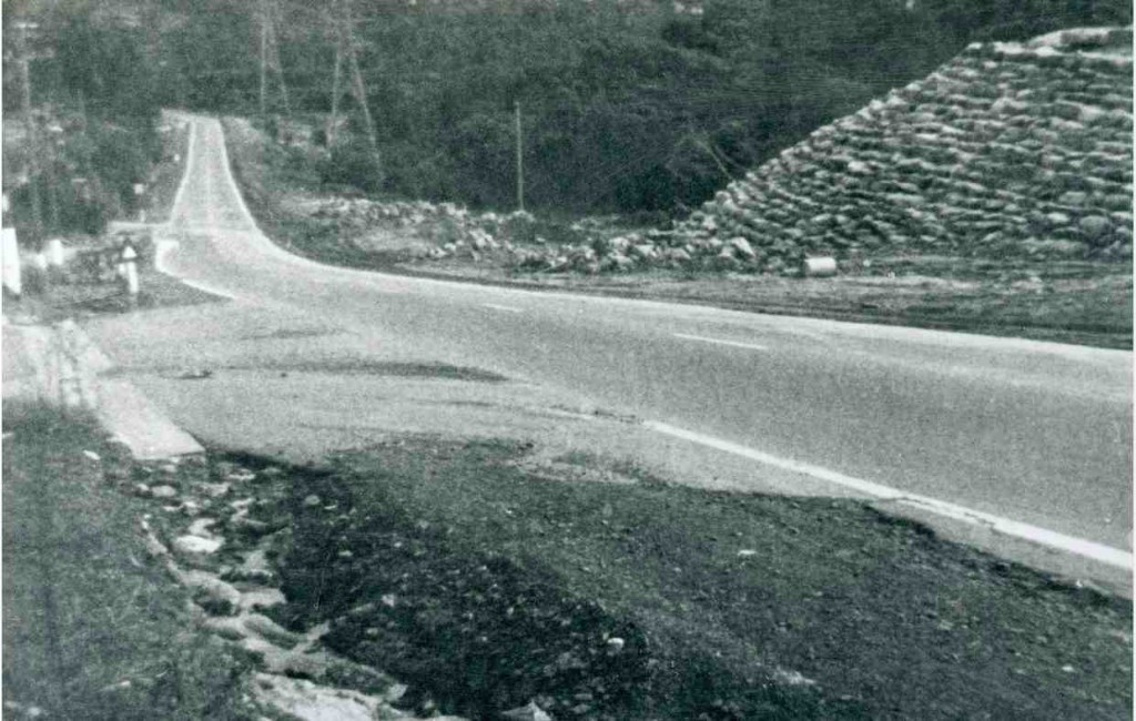 Henry Lawson Drive before construction of Alfords Point Bridge, 1972 [Bankstown City Library Photograph Collection]