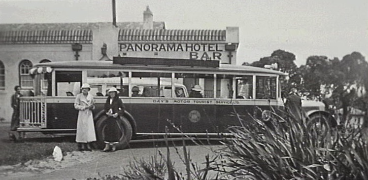 Jenolan tourist bus in front of Panorama Hotel on Bulli trip, 25 December 1934 [RAHS Photograph Collection]