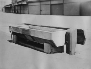 The horse trough dedicated to Voluntary Aid Detachment worker Leela Prince, October 1933 [Image courtesy City of Sydney Archives, 020343]