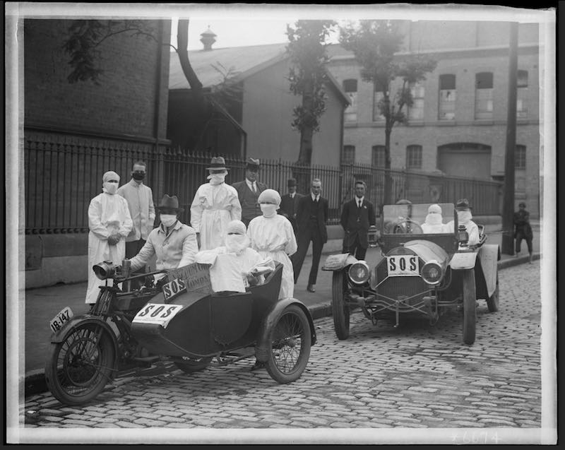 Nurses leaving Blackfriars Depot Chippendale, April 1919 [Image courtesy State Archives & Records NSW, NRS4481_St6674]