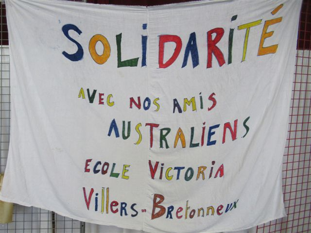 A sign from the Villers-Bretonneux walk. Translation: Solidarity with our Australian friends. Photograph by Marie-Paule Bonte, 2020.
